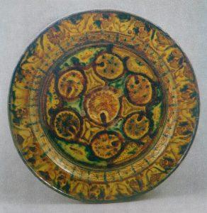 Блюдо. Узбекистан, Гиждуван, начало XX в. Глина, роспись, глазурь