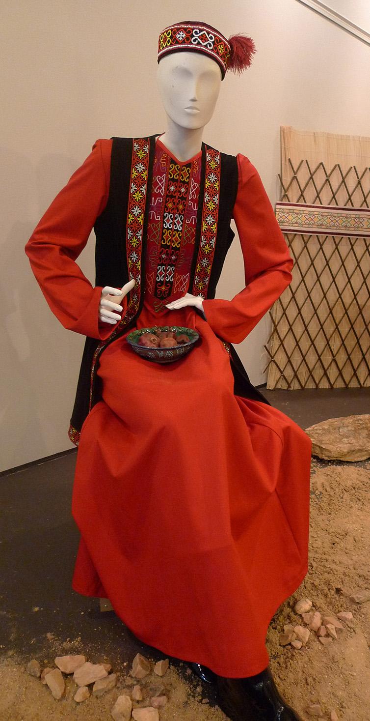 женский традиционный каракалпакский костюм (реконструкция)