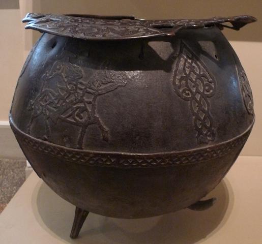 Котел. Бронза (латунь); литье, чеканка. Дагестан, начало XV в.
