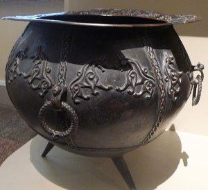 Котел. Бронза (латунь); литье, чеканка. Дагестан, конец XIV - начало XV в.