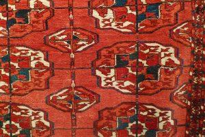 Ковер текинский, Туркмения, вторая половина XIX в.; шерсть, ворсовое ткачество; фрагмент главного поля