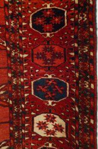 Ковер текинский, Туркмения, вторая половина XIX в.; шерсть, ворсовое ткачество; фрагмент бордюра