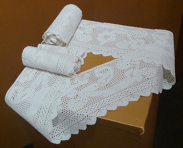"""Кружево мерное. Испания, XIX в. Хлопок; плетение на коклюшках (выставка """"Империя кружев"""" в Коломенском)."""