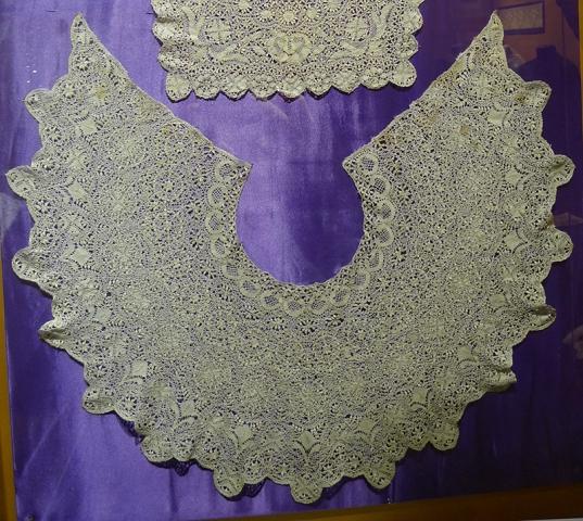 """Воротник. Мальта, XIX в. Шелк; плетение на коклюшках (выставка """"Империя кружев"""" в Коломенском)."""