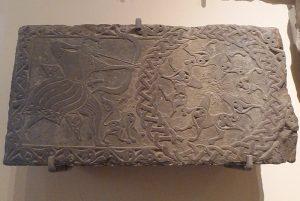 Фрагмент архитектурного декора. Известняк, глинистый сланец; резьба. Дагестан, XIV - начало XV в.
