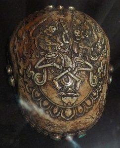 Ритуальная чаша капала. Непал, кон. XX в. Кость, металл, бирюза, коралл, резьба, чеканка