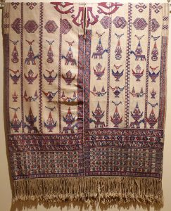 Кейтунг (ритуальная накидка).Бутан, XIX в. Х/б нить, шелк-сырец, ткачество