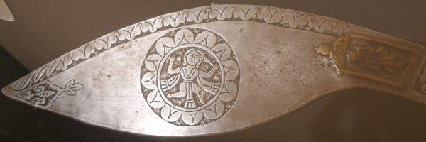 Нож кукри (фрагмент). Непал, XIX в. Сталь, латунь, железо, ковка, резьба, насечка латунью