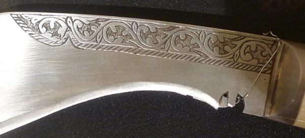 Нож кукри (фрагмент). Непал, середина XX в. Сталь, кость, металл, гравировка, ковка