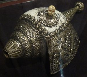 Ритуальная раковина. Непал, XIX в. Раковина, металл, кость, чеканка
