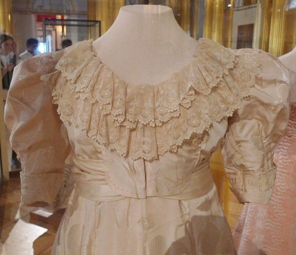 Вечернее платье эпохи модерн