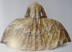 Платье со складкой Ватто