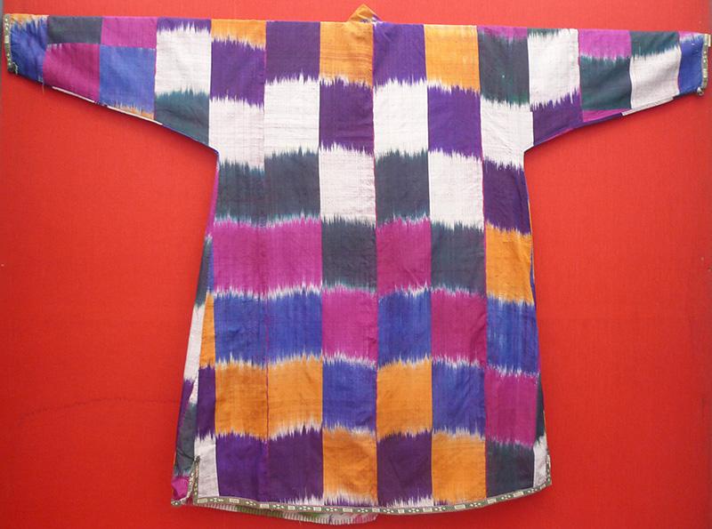 Клетка и полоска в традиционном костюме