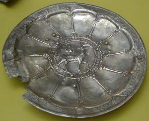 Блюдо с изображением оленя