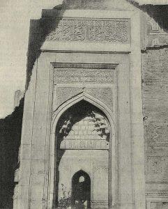 Мечеть Биби-Ханым в Самарканде. Мраморный портал XIV-XV вв.