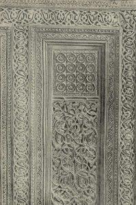 Деталь резного деревянного надгробия из мазара Сейф-э-дина-Бохарзи в Бухаре. XIV в. Бухарский музей