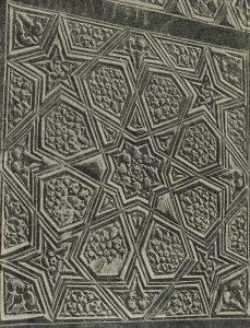 Деталь резного деревянного надгробия из мавзолея Чешма-Аюб в Бухаре. XIV-XV вв. Бухарский музей