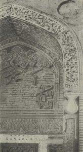 Резьба по стуку на щековой стене портальной ниши Северного мавзолея в Узгене. 1152 г.
