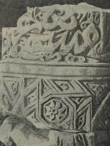 Термез. Дворец термезских правителей. Часть колонны с остатками надписи