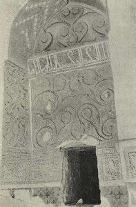 Деталь резной стуковой орнаментации в Пир-и-Бакране. Нач. XIV в.