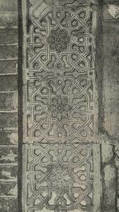 Резное терракотовое панно из мавзолея Хаким-аль-Термези в Термезе