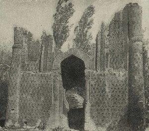 Мавзолей Айша-Биби близ г. Джамбула. XII-XIII вв. Общий вид