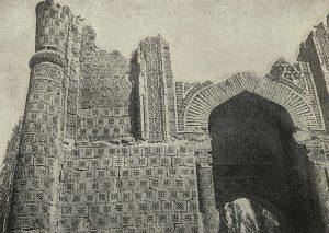 Мавзолей Айша-Биби близ г. Джамбула. XII-XIII вв. Деталь орнаментации портала
