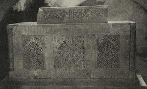 Резное терракотовое надгробие в Наринджане. Каракалпакия. XIV в.