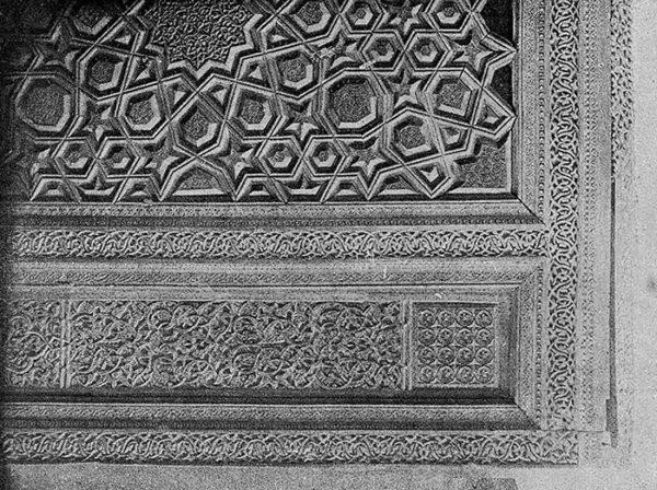 Узбекистан. Резная деревянная панель надгробия