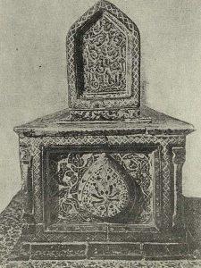 Изразцовая гробница Куссама-ибн-Аббаса. Шах-и-Зинда. Самарканд. Нач. XIV в. Деталь майоликовой декорации