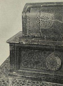 Изразцовая гробница Куссама-ибн-Аббаса. Шах-и-Зиида. Самарканд. Нач. XIV в. Деталь майоликовой декорации