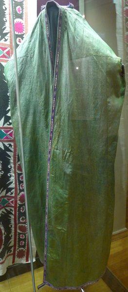 Паранджа - халат-накидка с ложными рукавами. Средняя Азия, первая четверть XX в.