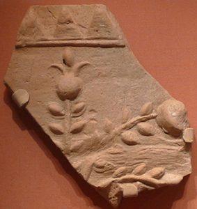 Фрагмент оссуария с изображением ветки граната с плодами