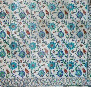 Фрагмент изразцового панно из дворца Топкапы (Стамбул)