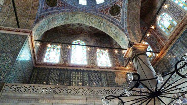 Интерьер мечетисултана Ахмеда I (Султанахмет, Голубая мечеть) в Стамбуле