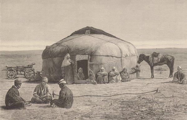 Киргизы отдыхают возле кибитки