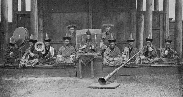 Музыканты в бурятском монастыре